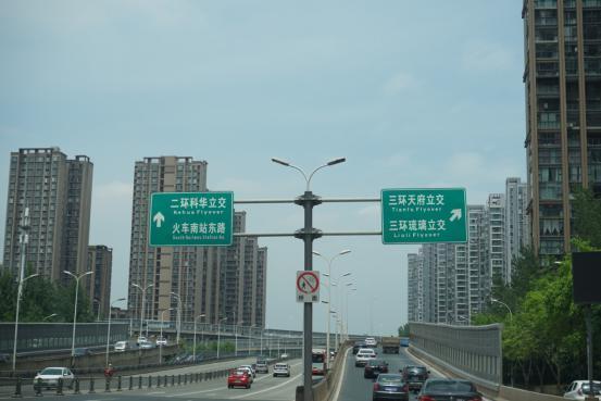 开着新Q3,穿过成都的大街小巷,7速双离合远超预期,年轻之选