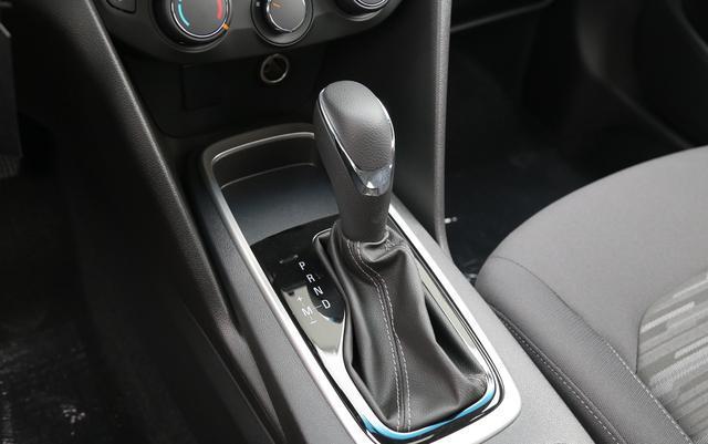 5月销量比宝来还高,优惠后6万提裸车,起步1.5L四缸比英朗划算